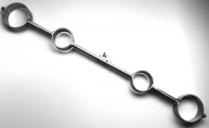 http://peitschenhandel.de/de/stahlbondage/hand-fuss/pranger-metall-hand-fuss-pranger-topangebot.xml